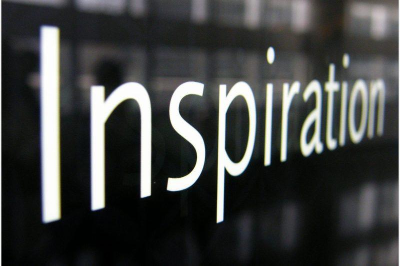 Schild mit Inspiration-Schrift