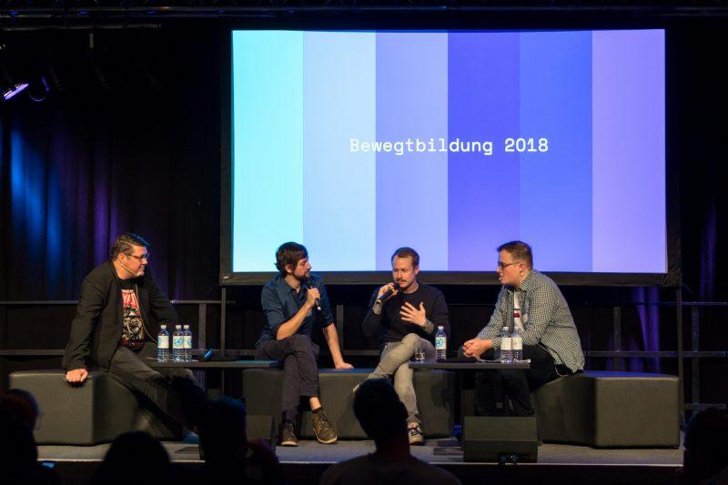 Vier Personen diskutieren auf dem Podium der Fachtagung Bewegtbildung 2018, unter anderem Julian Banse und YouTuber Rob Bubble