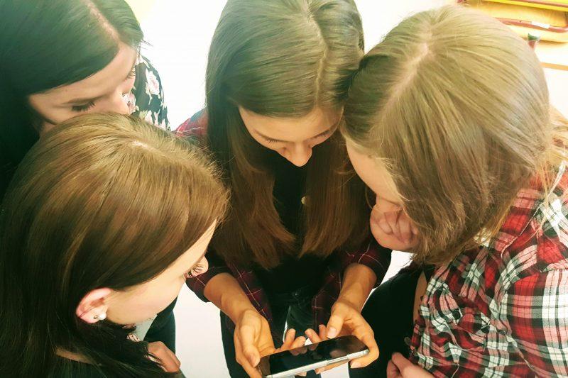 Schülerinnen beim Projekt #NichtEgal